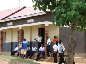 unsere Kinder in Uganda in der Schule